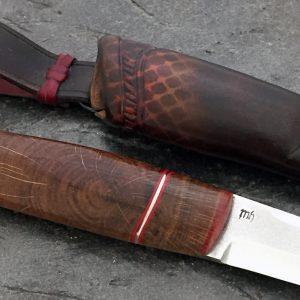 Kniv med skaft av eik